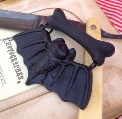 画像2: CHARCOAL DESIGNS Baby Bat Dangle Brooch