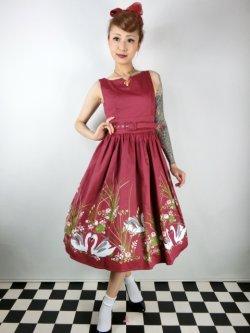 画像1: ☆Lindy Bop☆Delta Wine Swan Border Print Swing Dress 9号